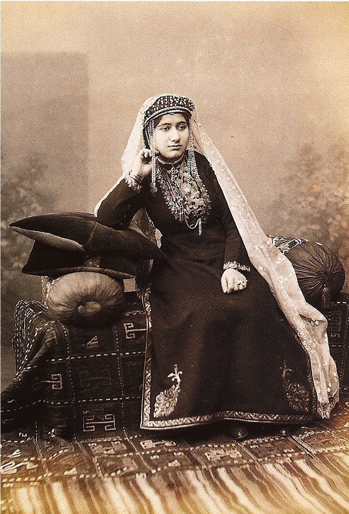 woman in the 19th century The 19th century was a period of social change slavery was abolished, and the second industrial revolution led to massive urbanization and much higher levels of.