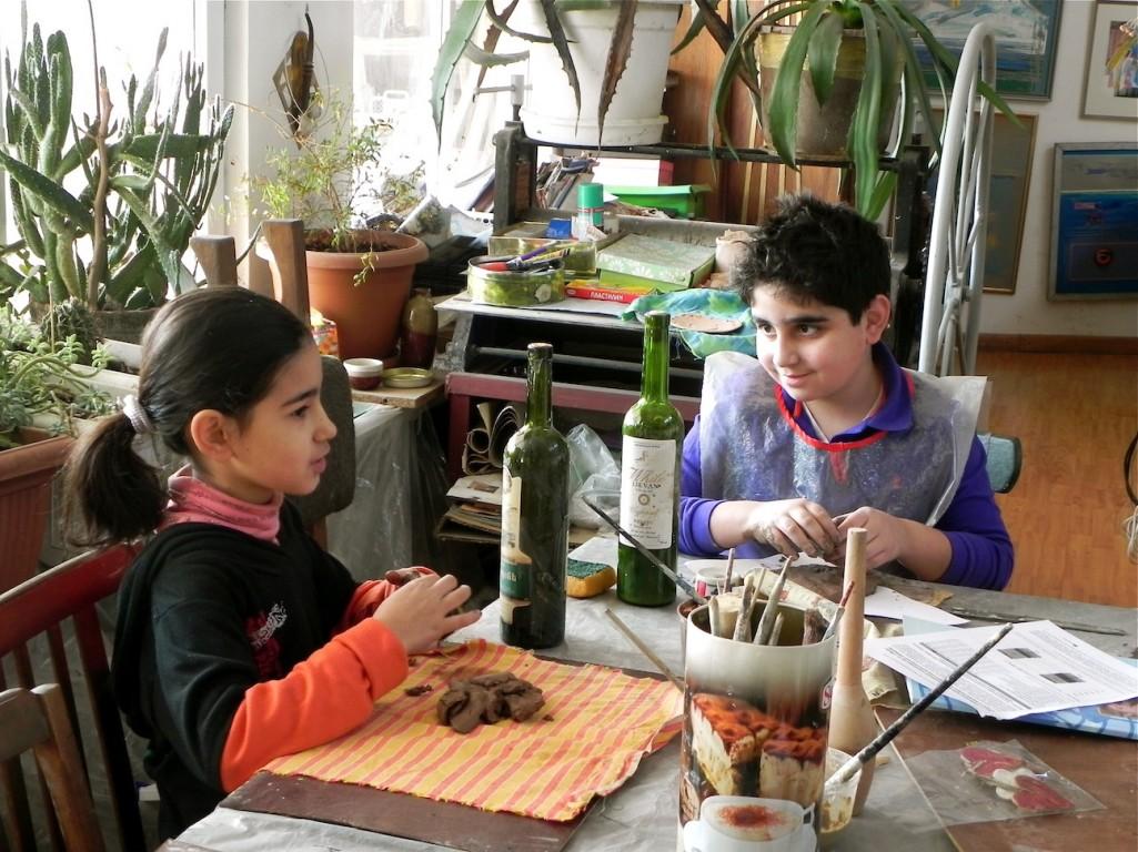Mariam & Ruben converse over clay/ by Victoria Rovira Infante